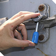 International moving safety container lock